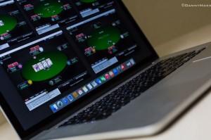 Как правильно начать играть в покер на деньги в интернете